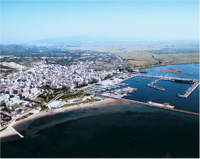 Vista aerea del puerto y la ciudad for Sant carles de la rapita fotos