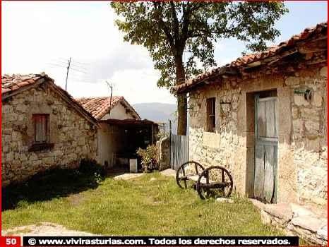 Una de las casas del pueblo vista desde afuera - Casa pueblo fotos ...