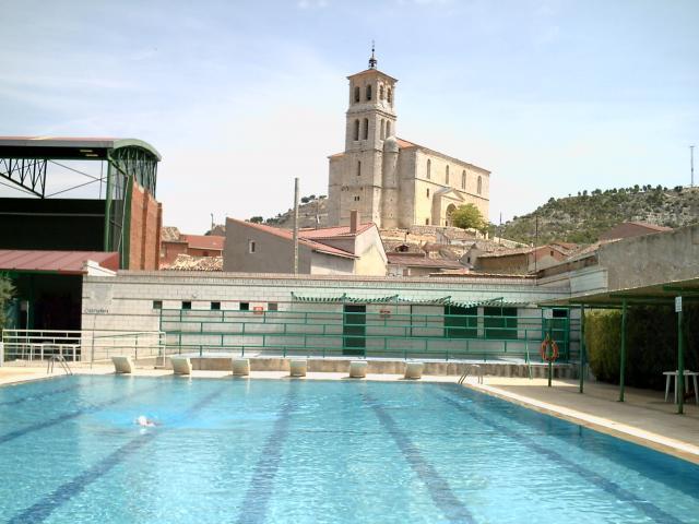 Las piscinas y la torre cevico de la torre for Piscinas palencia