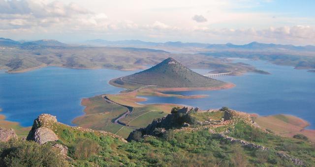 Resultado de imagen de cerro masatrigo esparragosa de lares