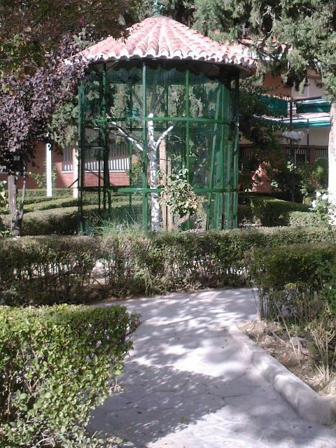 Pajarera residencia ancianos for Pajarera jardin
