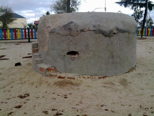 Parque infantil(pozo o bunker para ametralladoras)