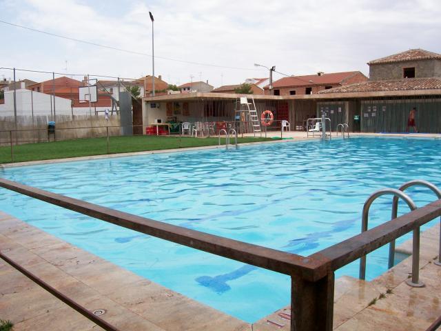 La piscina santa cruz de los c amos for Piscinas en santa cruz