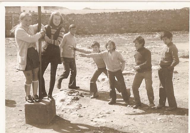 Resultado de imagen para Niños jugando al pillarse