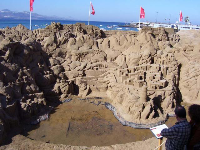 ARTE - ESCULTURAS DE ARENA - Página 3 22532-las-palmas-de-gran-canaria-esculturas-en-arena