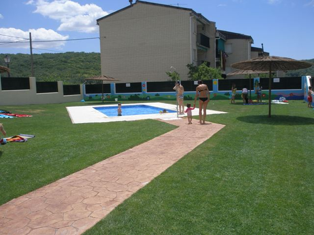Aldeanueva de la vera piscina municipal 2 aldeanueva de for Piscina municipal caceres