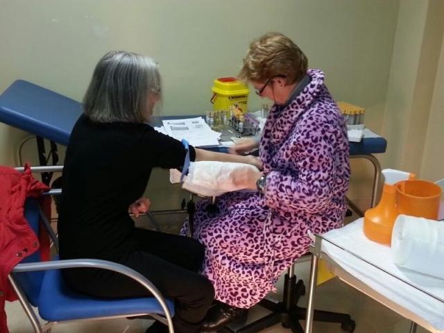 Enfermera trabajando en bata de guatin for Temperatura en otura