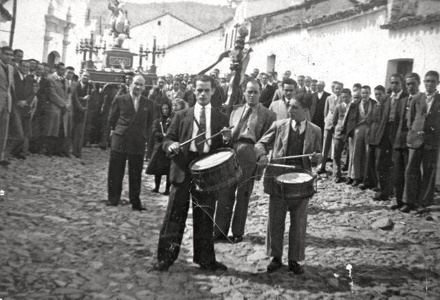 Tambores en santiago villanueva del rey for Villanueva del rey