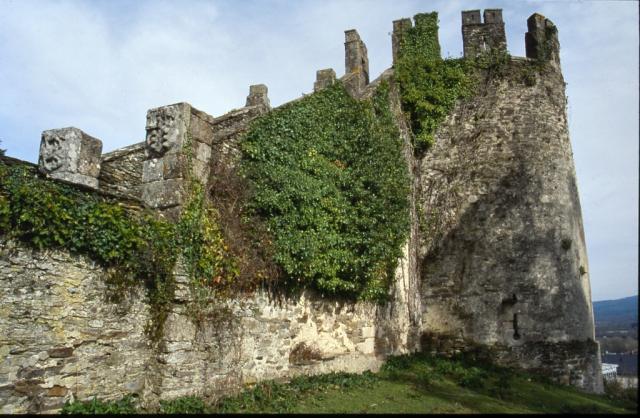 36600-sarria-torre-de-la-fortaleza-de-lo
