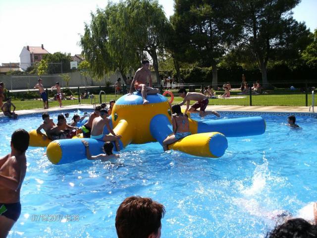 Fiestas en las piscinas municipales 2007 torres de berrelln for Piscinas municipales de zaragoza