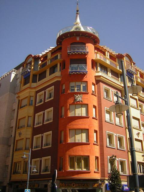 Edificio pintoresco en la calle trinidad for Calle prado 8 talavera dela reina
