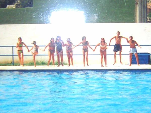 En la piscina de berge cuando eramos renacuajos for Fotos follando en la piscina